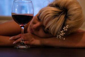 alcohol causes depression